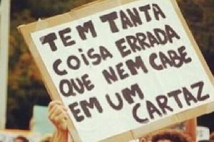 18jun2013---imagem-publicada-no-perfil-protestorj-mostra-cartaz-usado-durante-a-manifestacao-no-rio-de-janeiro-1371572924096_300x200